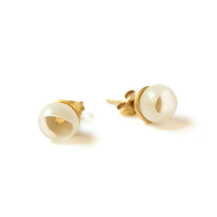 who needs pearls studs